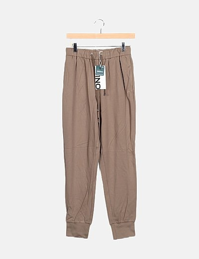 Pantalón color taupe