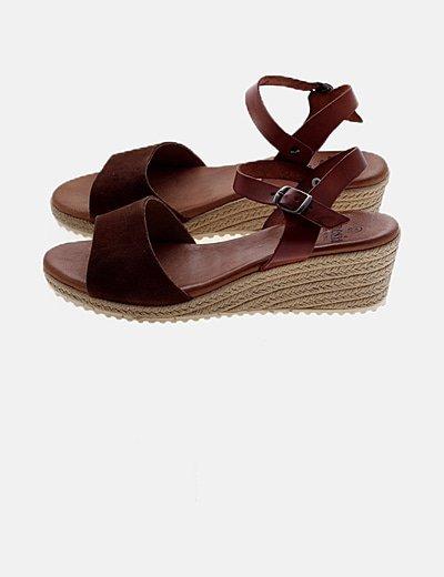 Sandalias cuñas marrón