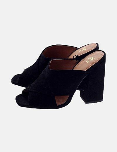 Sandalia negra tiras cruzadas