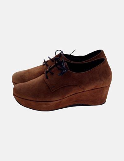 Zapato marrón ante