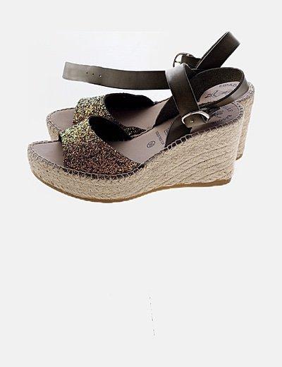 Sandalía multicolor de cuña