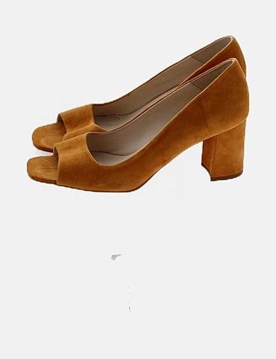Zapato amarillo ante
