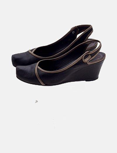 Zapato marrón destalonado