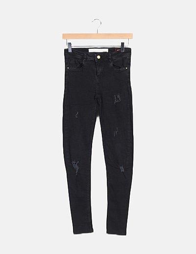 Pantalón denim pitillo negro