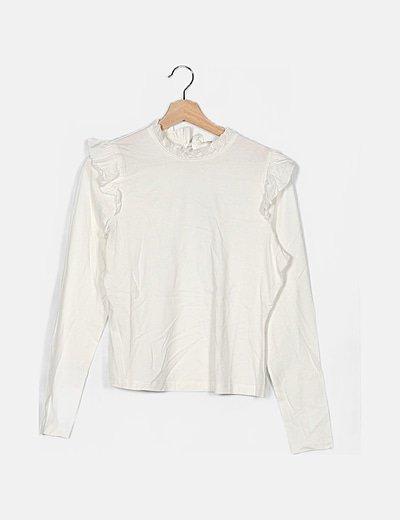 Camiseta blanca detalle volantes