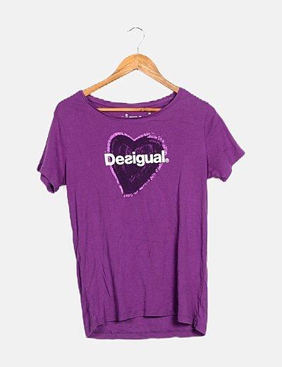 Camiseta morada corazón