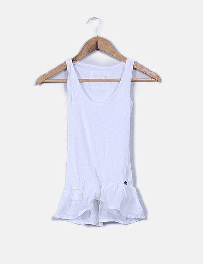 Camiseta blanca canalé con voltante