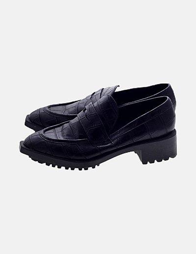 Zapato negro print serpiente