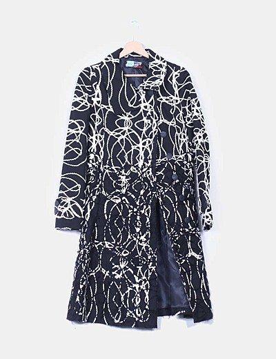 Abrigo negro bordado
