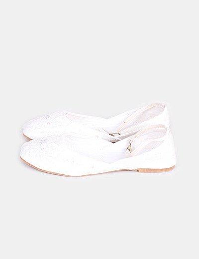 Bailarina blanca con pedrería con cierre en tobillo