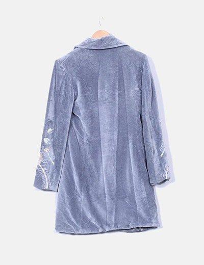 Abrigo terciopelo gris bordado