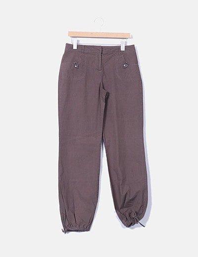 Pantalón baggy color marrón