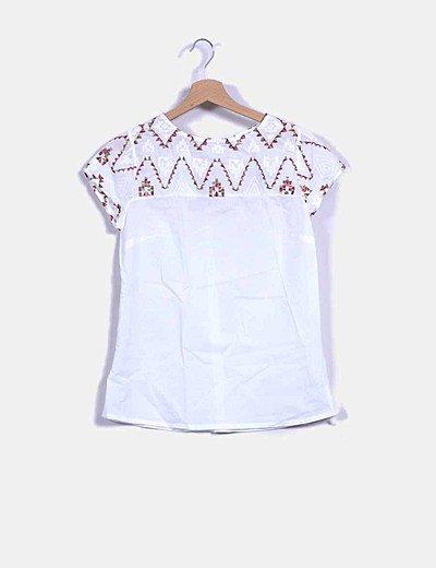 Blusa blanca escote bordado