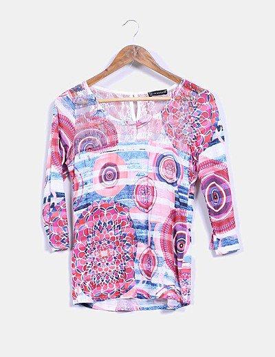 Camiseta multicolor con encaje