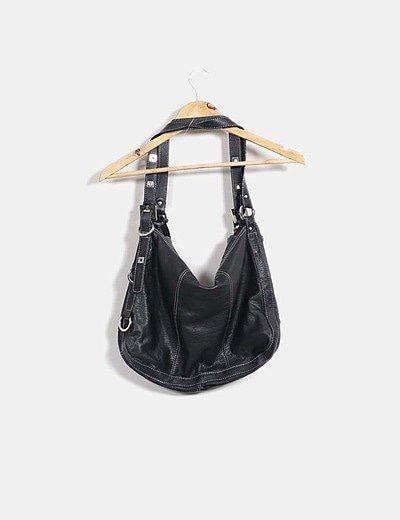 Bolso negro con rayas plateadas