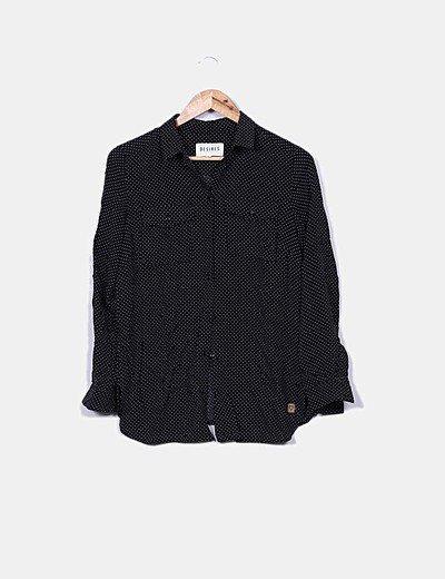 Camisa negra motas blancas