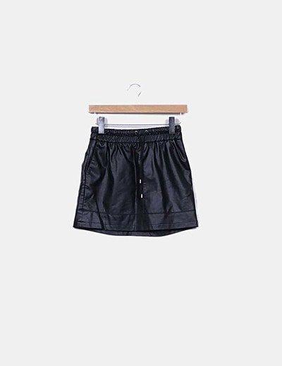 Mini falda polipiel negra