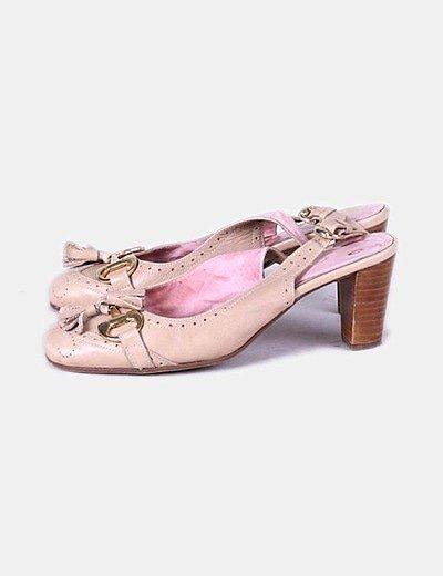 Zapato de tacón beige destalonado