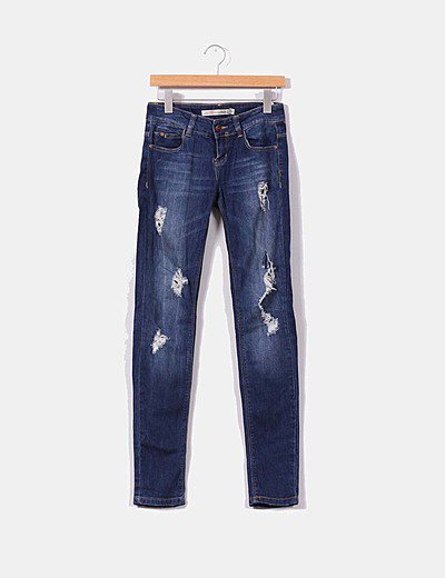 Jeans tono oscuro detalles rotos