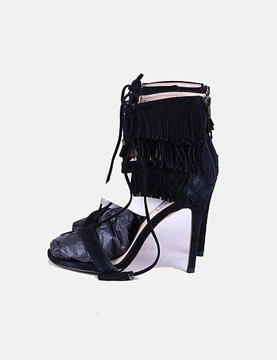 Sandalias tacón negras con flecos