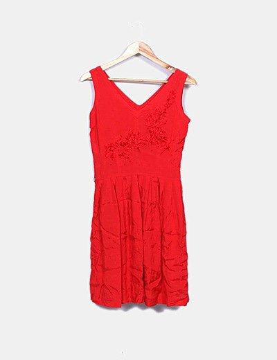 Vestido fluido rojo detalle texturizado