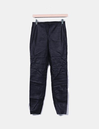Pantalón pitillo polipiel negro