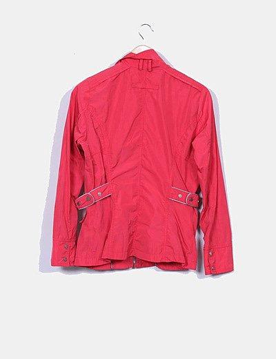 Chaqueta roja con bolsillos