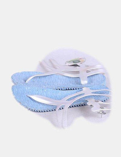 Chanclas azul celeste recicladas